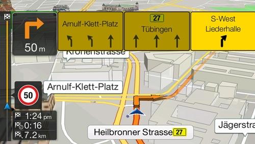 Alpine_X701D_har innebygget navigasjon med TMC